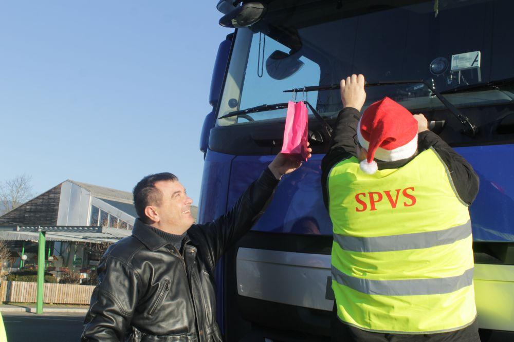 tudi predsednik KSS je pomagal...